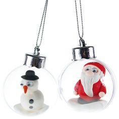 Pienten muovipallojen sisään voit askarrella silkkimassasta omia pikkuhahmoja!