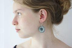 Black dangle earrings organic shape circles door debroervandevogel