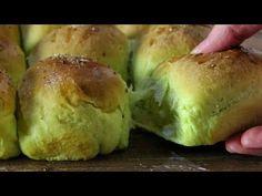 Σούπερ Αφράτα Πρωτότυπα Τυροψωμάκια! - Super Fluffy Spinach & Feta Buns - YouTube Spinach And Feta, Baked Potato, Bread Recipes, Sprouts, Bakery, Food And Drink, Potatoes, Snacks, Vegetables
