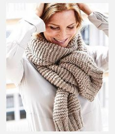 Knit scarf: Beautiful knitting patterns that succeed everyone - Schal - Stricken Chunky Knit Scarves, Knitted Shawls, Crochet Scarves, Crochet Shawl, Knit Crochet, Knitting Scarves, Chunky Knitting Patterns, Crochet Patterns, Knitting For Beginners
