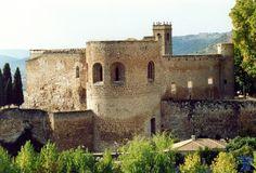 Castillo de la Peña Bermeja BrihuegaEl Castillo de la Peña Bermeja es una la fortaleza medieval llamada de esta forma porque tiene su base sobre un roquedal de tono rojizo.Ubicado en Brihuega.