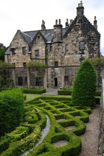 Provand's lordship, the oldest house in Glasgow. It is a medieval building built in 1471 by Bishop Andrew Muirhead. The house is now a Museum.