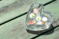 Mit Herz: Süße Deko in kleiner Herzschale von www.servusmarktplatz.at Shops, Home And Garden, Heart, Nice Asses, Tents, Retail, Retail Stores