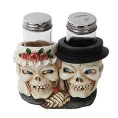 Wedding Skull Salt And Pepper Shakers Holder Salt And Pepper Holder, Salt And Pepper Set, Creepy Halloween, Halloween Ideas, Happy Halloween, Shaker Kitchen, Salt Pepper Shakers, Halloween Decorations, Hand Painted