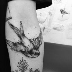 #swallow #tattoo #ink #inked #tattooist #berlin #berlintattoo #inkedgirl #akaberlin #kamilmokot @akaberlin