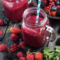 The goodness of yummy berry smoothie. You can also sneak in yr veggies and fruit with some additional herbs like mint to top off a real yummy summertime treat. Smoothies For Kids, Healthy Smoothies, Superfood, Jus Detox, Troubles Digestifs, Marijuana Recipes, Micro Nutrients, Bowl Of Cereal, Gastronomia