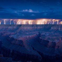 Lightning over the Grand Canyon, Arizona / Photo by @Dam Ransom