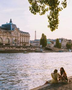 Every day, new French words to discover. Because French is beautiful. Banks, Theater, Rivers And Roads, The Sound Of Waves, River Bank, Family Vacation Destinations, Paris City, Paris Travel, Travel Hotel