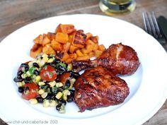 Glasierte BBQ-Hähnchenschenkel, Salat mit schwarzen Bohnen und Mais