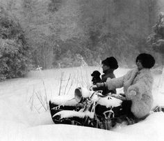 Robert Doisneau ( La Neige ) - La moto enneigée, Laffrey 1963 Robert Doisneau, Side Car, Old Motorcycles, Two Daughters, In This Moment, Black And White, Couple Photos, Diversity, Flipping