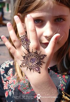 Mehndi become an art and culture. Mehndi is not famous only among women but also in kids. Mehndi Designs for Kids 2016 that you would love to try and will satisfy your kid :). Mehandi Designs For Kids, Latest Henna Designs, Beautiful Henna Designs, Simple Mehndi Designs, Mehndi Designs For Hands, Henna Tattoo Designs, Beautiful Mehndi, Beautiful Kids, Henna Mehndi