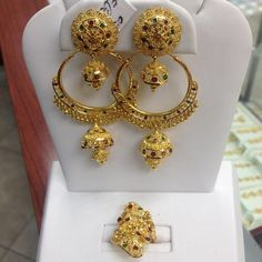 The perfect match , 2 in 1 earrings ( hoops and hanging earrings in and ring Gold Wedding Jewelry, Gold Jewelry Simple, Gold Rings Jewelry, Jewelry Design Earrings, Gold Earrings Designs, Gold Jewellery Design, Bridal Jewelry, Dubai Gold Jewelry, Gold Designs
