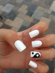 Yin & Yang accent nail