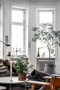 With classic aesthetics and simple details, who else can never get enough of some good minimal interiors? Keep scrolling for some serious interior inspo! Want some more interior inspo? Check out the below: Bathroom… View Post Scandinavian Interior Design, Contemporary Interior Design, Scandinavian Home, Scandinavian Christmas, Christmas Decor, Living Room Inspiration, Interior Inspiration, Design Inspiration, Casa Hotel