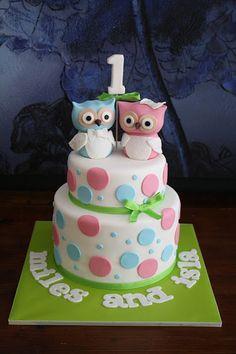 Owls Cake (for twins) ~ lynne Owl Cakes, Bird Cakes, Cupcakes, Cupcake Cakes, Bird Cage Cake, Christening Cake Boy, Twin Birthday Cakes, Twins Cake, Funny Cake