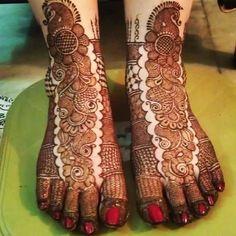 Newest Amazing Bridal Mehndi Designs Collection Fashion Back Hand Mehndi Designs, Legs Mehndi Design, Henna Art Designs, Mehndi Design Pictures, Beautiful Mehndi Design, Mehndi Images, Mehandi Designs, Dulhan Mehndi Designs, Bridal Mehndi Designs