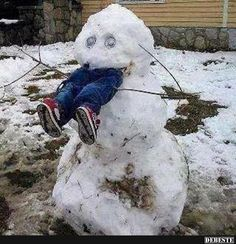 Snowman Snow Scarecrow - How To Keep Kids Out of Your Yard This Winter ---- hilarious jokes funny pictures walmart humor fails by mallory Funny Shit, Top Funny, Stupid Funny Memes, Funny Relatable Memes, Haha Funny, Hilarious Jokes, Funny Fails, Funny Stuff, Funny Things