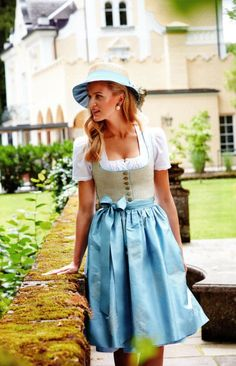 Dirndl kathi fiume von Susanne Spatt Costumes Around The World, Cool Costumes, Beauty Women, Ethnic, Bohemian, Hot, Sexy, Dresses, German