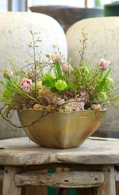 FLORAL ARRANGEMENT :: Voorjaarsbloemwerk door Oogenlust   floral design