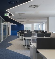 KREATIVA architects completed the offices for PPG Industries, an international paint and varnish production company, located in Wroclaw, Poland. Open Office Design, Corporate Office Design, Office Interior Design, Office Interiors, Interior Design Inspiration, Workspace Design, Office Workspace, Zoom Wallpaper, Office Designs