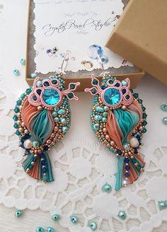 He encontrado este interesante anuncio de Etsy en https://www.etsy.com/es/listing/519343330/shibori-turquesa-pendientes-con-perlas