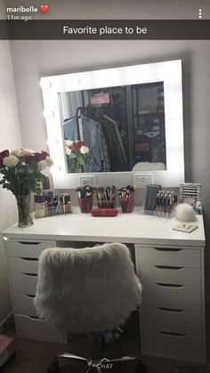 Makeup Vanity Built In; Makeup Vanity Mirror With Light Bulbs in Gold Makeup Vanity Table Cute Bedroom Ideas, Cute Room Decor, Girl Bedroom Designs, Teen Room Decor, Room Ideas Bedroom, Bedroom Decor, Vanity Makeup Rooms, Vanity Room, Makeup Room Decor