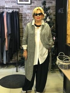 Ideas Womens Fashion Over 50 Outfits Dress Styles Over 50 For 2019 60 Fashion, Fashion For Women Over 40, Trendy Fashion, Plus Size Fashion, Fashion Dresses, Fashion Trends, Woman Fashion, Fashion Clothes, Winter Fashion