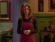 """Are All 90 Outfits Rachel Green Wore On The First Season Of """"Friends"""" <b>In honor of the anniversary of the show's premiere on Sept. here's a look at everything Rachel wore in the series' first 24 episodes. Estilo Rachel Green, Rachel Green Outfits, Rachel Green Hair, Rachel Green Style, Rachel Green Friends, Rachel Green Fashion, Rachel Friends Hair, Rachel Green Costumes, 1990s Fashion Trends"""