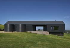 Escarpment House in Gerringong: rural guest property in NSW, Australia home design by ATELIER ANDY CARSON: contemporary residence, architecture images Australian Architecture, Residential Architecture, House Architecture, Farm Shed, Modern Barn House, Casas Containers, Transitional House, Transitional Lighting, Transitional Bedroom