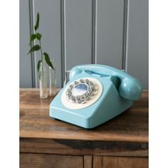 Lovely retro telephone would look perfect in my living room. Black Kitchens, Cool Kitchens, Luxury Furniture, Vintage Furniture, Dining Room Blue, Retro Phone, Kitchen Cabinet Styles, French Blue, Shop Interiors