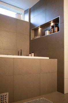 Kylpyhuoneen ja saunan valaistusideat   Kuvia ja vinkkejä   Hide-a-lite Downlights, Bathroom Lighting, Bathtub, Interior Design, Mirror, Furniture, Photos, Home Decor, Home Ideas
