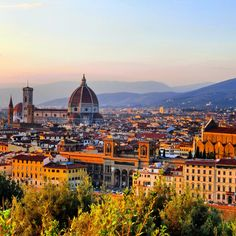 イタリアに行くと、なんであんなに陽気になれるんだろう?現地の人と挨拶を交わしたり、さりげない瞬間がとっても幸せに感じる。きっと、どこに行っても美しくて、何を食べても美味しいから。目にも舌にも嬉しい、食い倒れイタリア旅行をレポします。 - 1日目