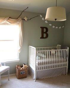 Una habitación de bebé con toque rústico