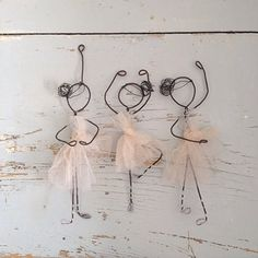 Danseuses avec du fil de fer et du tulle. - ballerinas but we may have to substitute pipe cleaners, easier for little fingers to shape.