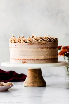 This snickerdoodle layer cake combines my favorite vanilla cake with buttery brown sugar cinnamon swirl and brown sugar cinnamon buttercream. If you love snickerdoodle cookies, you will adore this homemade cake! Recipe on sallysbakingaddic… Great Desserts, Fall Desserts, Strudel, Easy Cake Recipes, Dessert Recipes, Snickerdoodle Cake, Snicker Doodle Cookies, Sallys Baking Addiction, Salty Cake