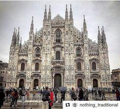 #CatedralDeMilan  #DuomoDiMilano  (#Milan, #Italia)  Desde @nothing_traditional  #ComunidadArquitectura  COMUNIDAD ARQUITECTURA  www.comunidadarquitectura.com   Creada por el arquitecto @germansalasarq  Paginas recomendadas: @arqcatalogoarq  @casashousesarq @arquiviajesbsas   Tags: #arquitectura #architecture #arquitecto #architect #ArquitecturaModerna
