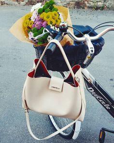 BECKY #loristella #loristellabags #madeinitaly #trend #glam #fashion #romantic #bornromantic #handmade #bags #accessories #accessorise #design #designer #madewithlove #giftforher #leather #genuineleather #loveshopping #shopping #shoponline #spring #summer #2k16 #loristellalovesyou #verapelle #fashion #style #stylish #details