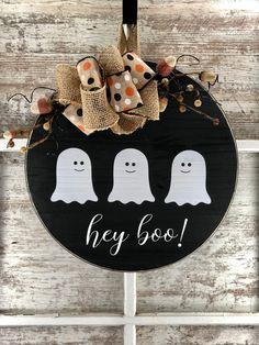 Halloween Wood Signs, Halloween Wood Crafts, Fall Halloween, Holiday Crafts, Fall Wood Signs, Outside Halloween Decorations, Holiday Decor, Fall Wood Crafts, Halloween Door Hangers