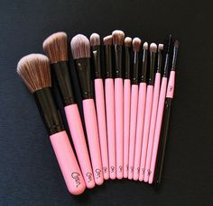 A great gift for the beauty lover - set of pink make-up brushes!