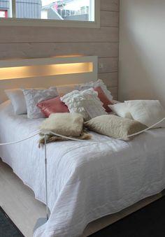 tällainen sängynpääty olisi nätti ja kätevä