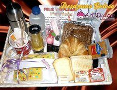 Desayuno goloso de chocolate con churros personalizado con galletas y brownie