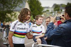 Sagan in rainbow jersey with fan