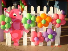 Love the balloon flowers for any party!