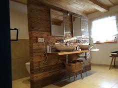 Badezimmer altholz  Freistehende Badewanne im Badezimmer mit Altholz | Ideen #2 ...