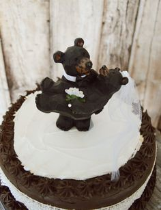 This listing is for a black bear wedding cake topper. The topper stands 4.8 tall and is shown on a 7.5 cake. They are made of a light weigh