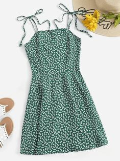 Women's Cute  Dark Green Floral Short Cami Sundress. Classic green floral sundress for women in a fun cami, tie shoulder style for summer.     #summerfashion  #summerstyle #summervibes  #fashionstyle Green Summer Dresses, Cute Summer Outfits, Cute Casual Outfits, Casual Dresses, Spring Outfits, Green Fashion, Look Fashion, Fashion Outfits, Feminine Fashion