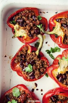 Chili con carne stuffed bell peppers