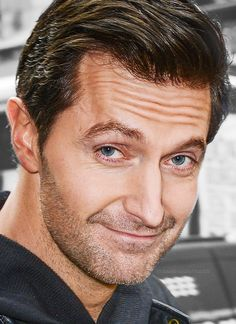Richard Armitage -- adoring this nose. I shall be all the more proud of my own long, irregular nose seeing how well nature used it on this man.