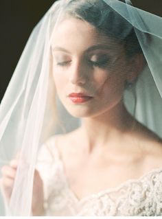 Baby it's cold outside - winter bridal shoot by A very Beloved Wedding, photo: Melanie Nedelko Fotografie