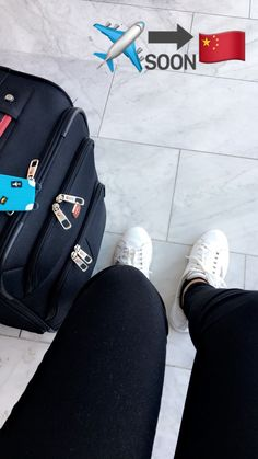 Traveling ✈️ Tumblr Photography, Photography Poses, Travel Photography, Snapchat Picture, Instagram And Snapchat, Creative Instagram Stories, Instagram Story Ideas, Foto Snap, Airport Photos